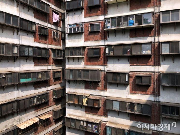 서울시 중구 회현동에 위치한 제2 시범아파트. 1970년대 지어진 이 아파트는 당시 건축양식을 엿볼 수 있다. 사진=강주희 인턴기자 kjh818@asiae.co.kr