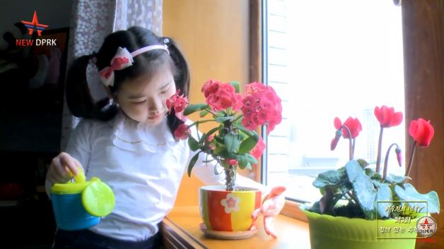 지난 23일 유튜브 채널 'NEW DPRK'에는 북한의 7세 어린이가 자신의 일상을 공개하는 '브이로그'영상이 올라왔다. 사진=유튜브 채널 'NEW DPRK'영상 캡쳐