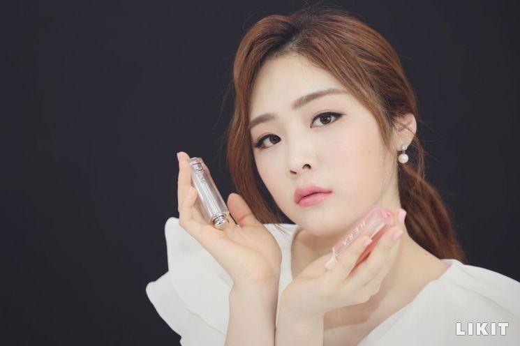 """블랙핑크 제니 & 지수 '디올 V 헤라' 화제의 립스틱 """"찐리뷰"""""""