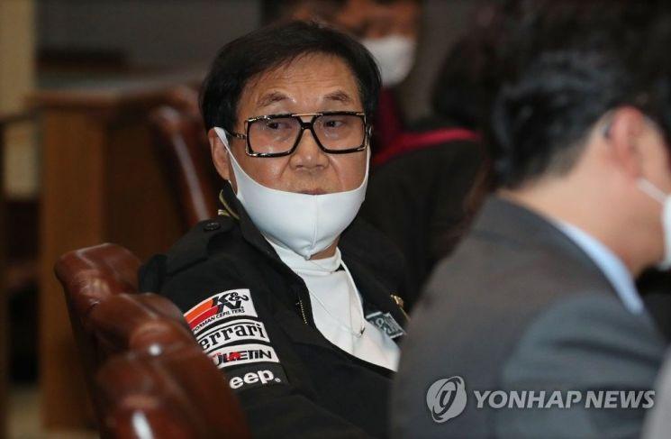 28일 서울 서초동 대법원에서 열린 공개변론에 참석한 조영남.