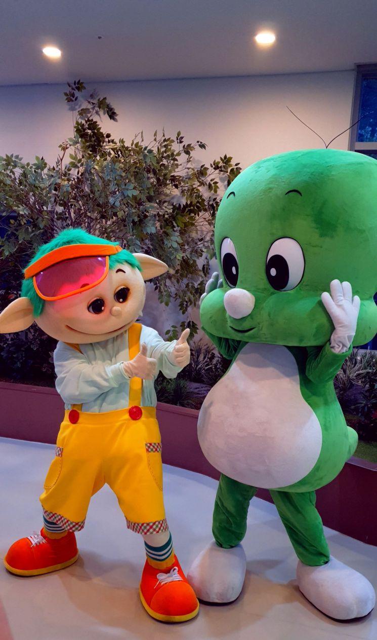 [포토]도봉구 아기공룡 둘리, EBS 장수캐릭터 뚝딱이와 만났다
