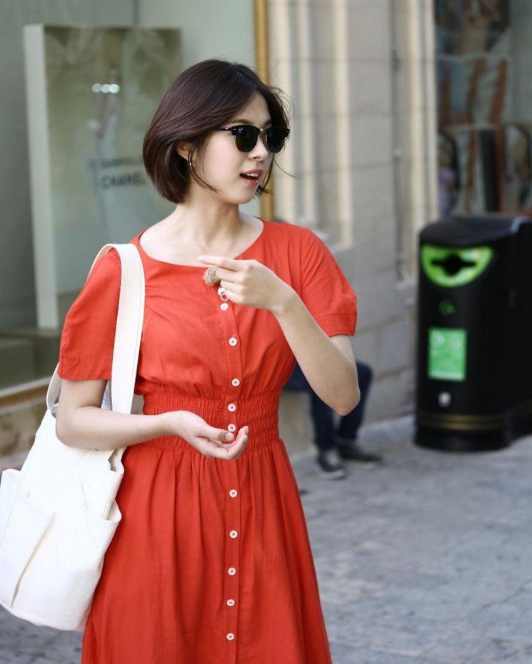다홍색 원피스를 입은 서은수. 사진=서은수 인스타그램