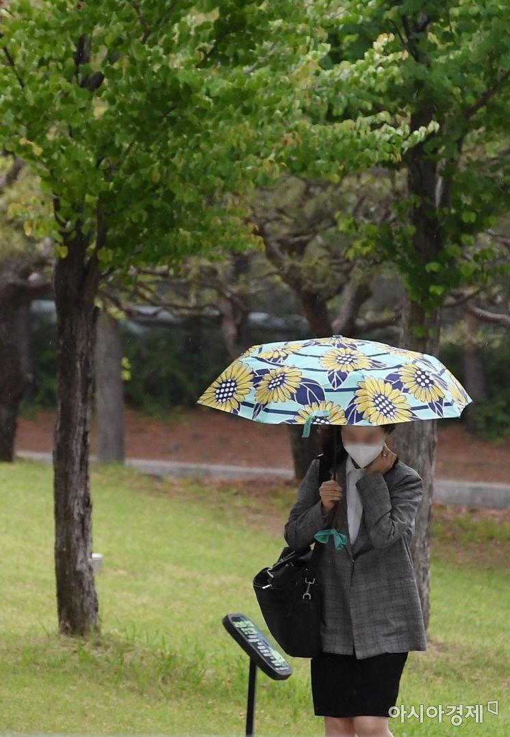 [포토] 여름 재촉하는 비