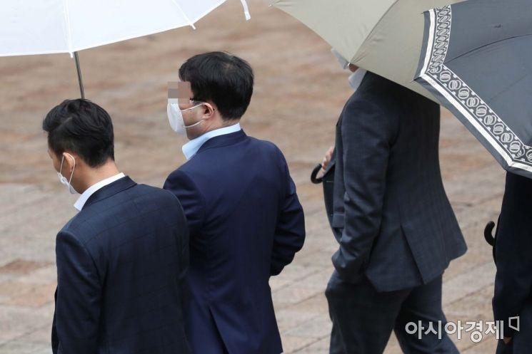 [포토]우산 아래 마스크