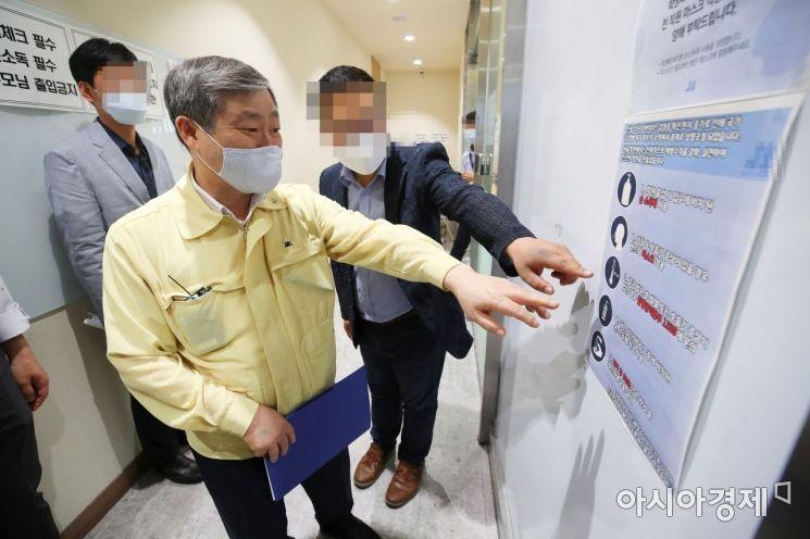 [포토]대치동 학원 찾은 박백범 차관