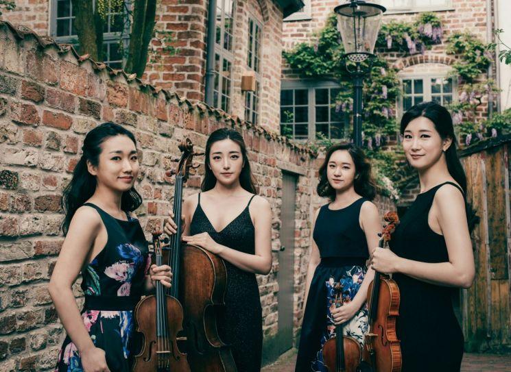 왼쪽부터 배원희, 허예은, 김지원, 하유나  [사진= 크레디아 제공]