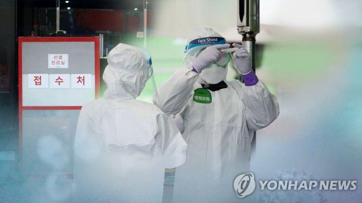 코로나19 검사 체취하는 의료진/사진=연합뉴스