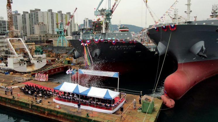 3일 대선조선 부산 영도조선소에서 남성해운의 1000TEU급 컨테이너선 2척의 명명식이 열렸다.
