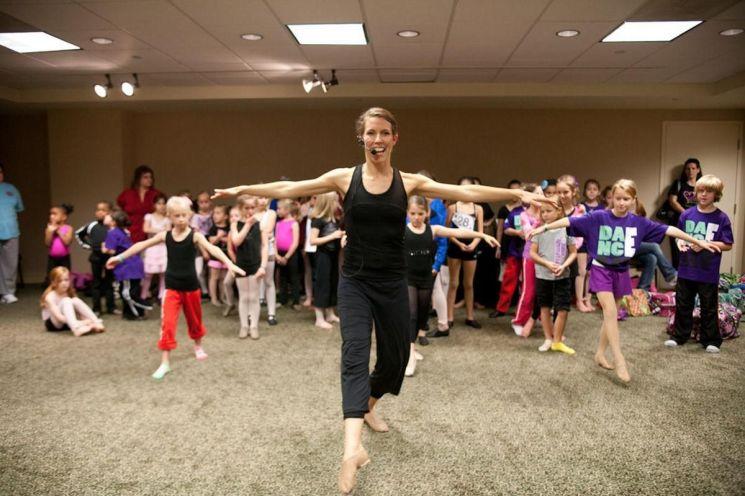 내반증을 딛고 댄서이자 교육자로 활발하게 활동하고 있는 미스티 론의 삶은 불가능을 가능하게 만든 긍정의 힘을 보여준다. 사진 = twitter