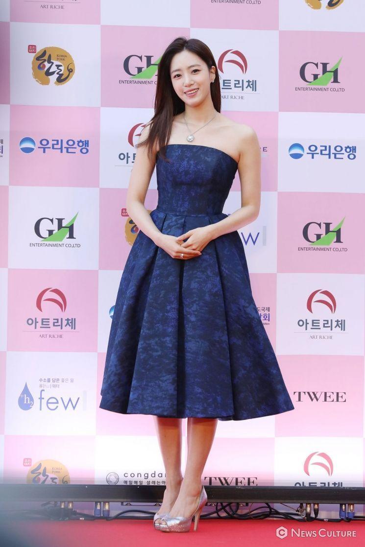 치타·한혜진→오나라·함은정, 시크+우아 레드카펫 드레스