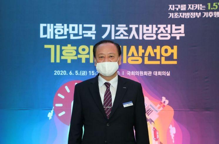 [포토]유동균 마포구청장 '대한민국 기초지방정부 기후위기 비상선언 선포식' 참석