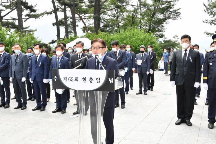 김일권 양산시장이 6일 열린 현충일 추념식에서 기념사를 하고 있다.(사진=양산시청)