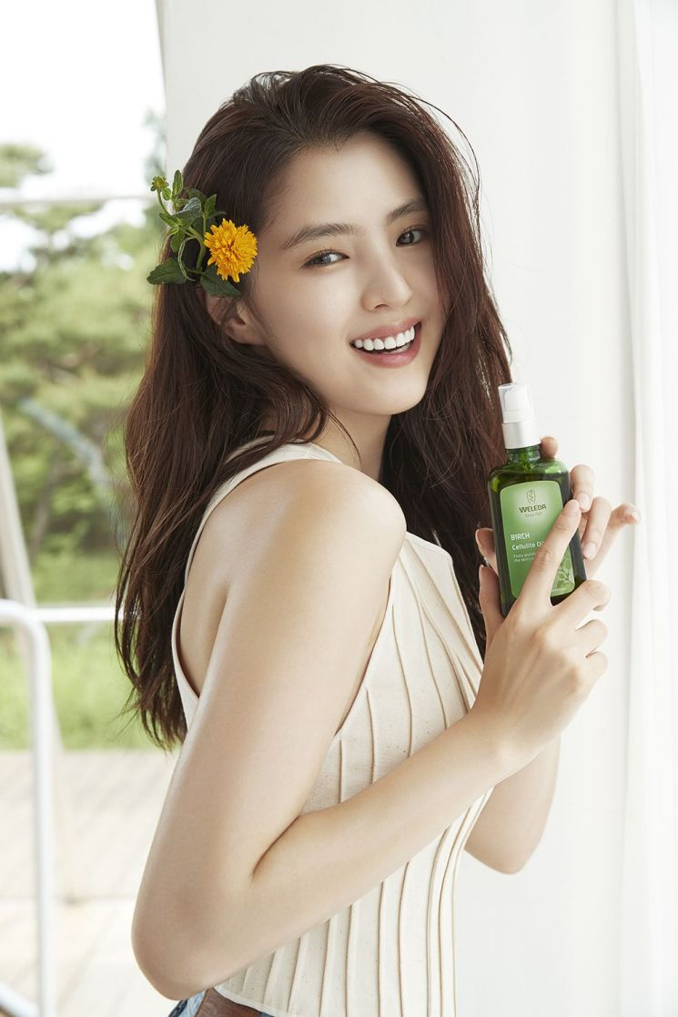 한소희, 스위스 내추럴 뷰티 브랜드 '벨레다' 첫 한국 모델 발탁