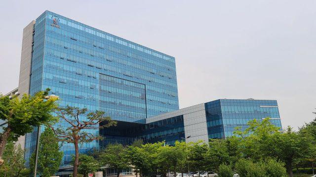 '스쿨미투' 용화여고 전직 교사 1심서 징역형…법정구속