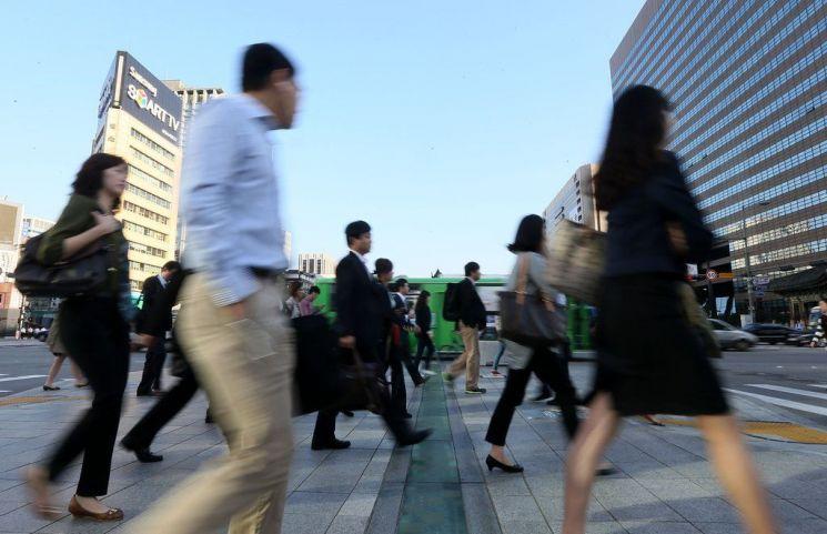 한 조사에 따르면 대부분의 직장인은 직장생활을 하면서 스트레스를 받고 있으며, 그 요인도 다양한 것으로 조사됐다./사진=연합뉴스