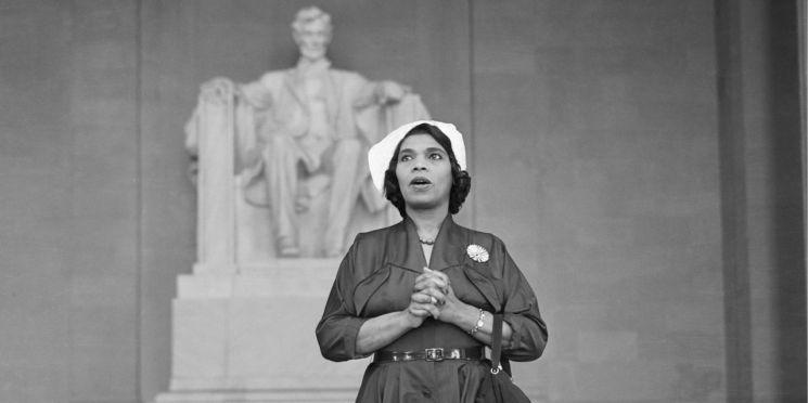 1939년 링컨 기념관 앞에서 야외 공연한 흑인 소프라노 마리안 앤더슨 (C) PBS