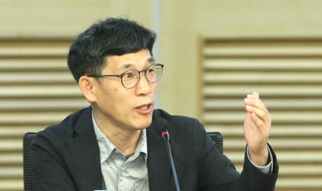 """진중권, 최민희 전 의원에 """"입 닥치고 애도나 해라"""""""
