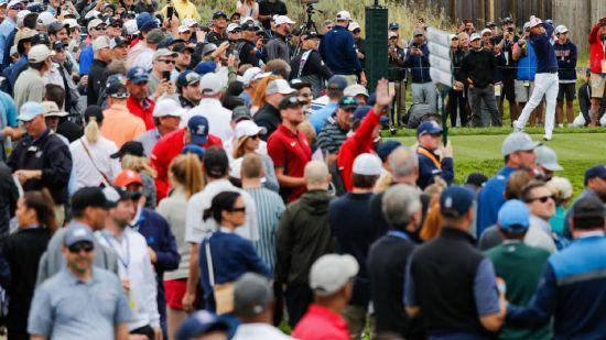 구름 갤러리가 지난해 119번째 US오픈을 지켜보고 있는 모습이다. 사진=USGA