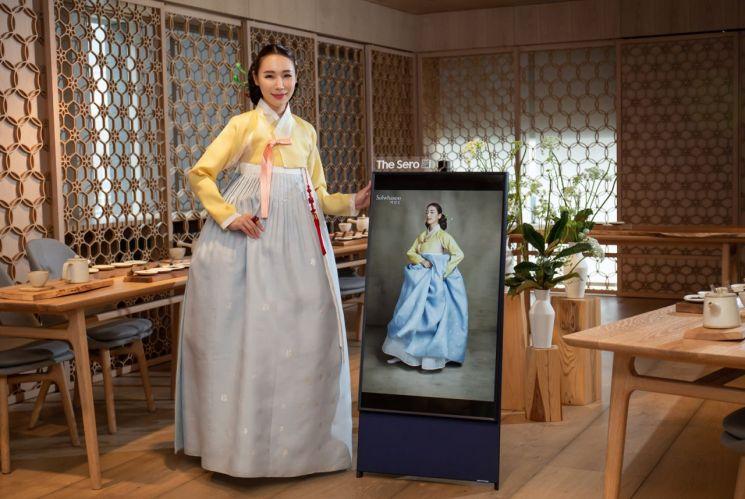 강남구 신사동에 위치한 설화수 플래그십 스토어에서 삼성전자 라이프스타일 TV '더 세로'의 체험공간을 제품을 마련했다.