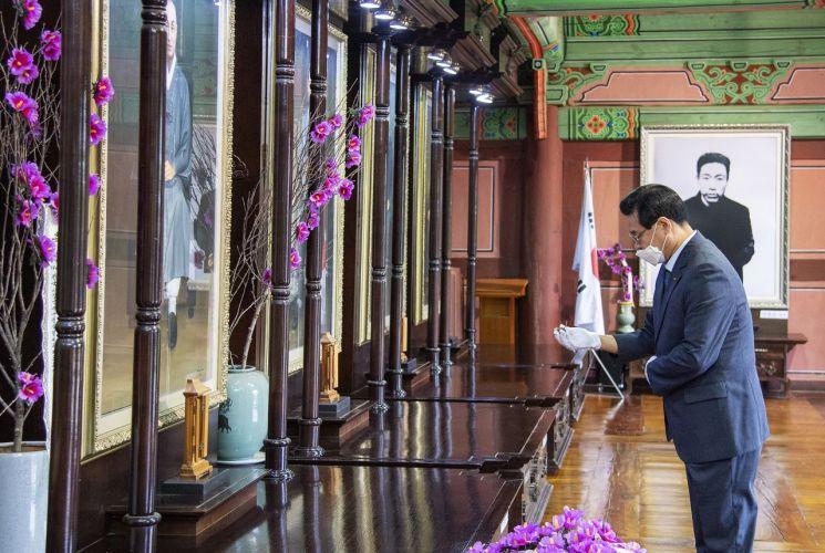[포토]성장현 용산구청장, 효창공원 의열사 방문 남긴 글?