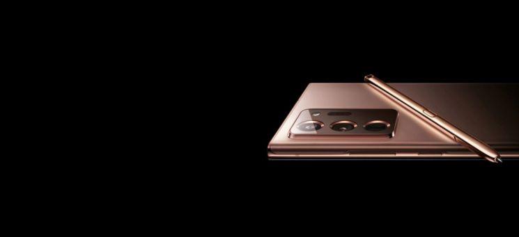 삼성전자 러시아 홈페이지에서 공개된 갤럭시노트20 울트라 렌더링 이미지. S펜도 동일한 색상의 금속 소재를 채택했다. (출처=맥스 웨인바흐 트위터)