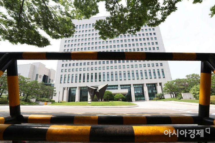 [포토]추미애, 윤석열에 지휘권 발동... 대검찰청 앞 바리게이트