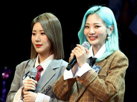 볼빨간 사춘기 안지영(우)과 전 멤버 우지윤(좌).사진=연합뉴스