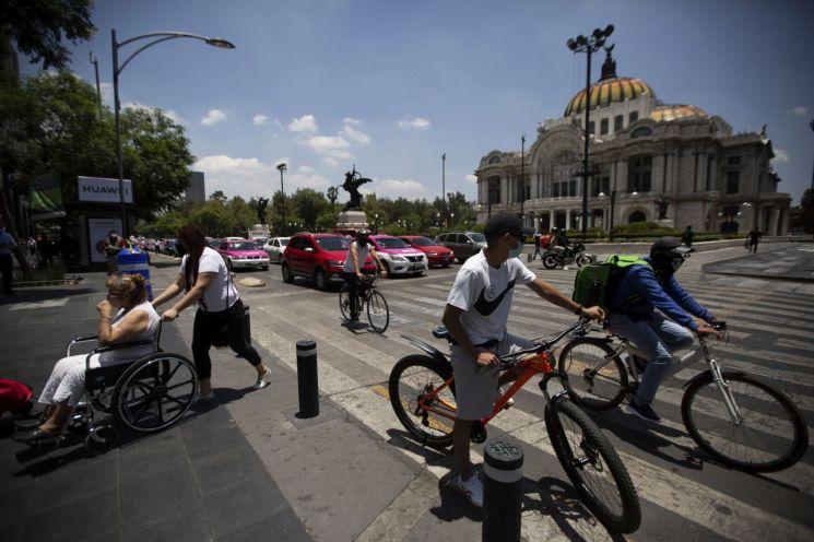 멕시코는 3일 코로나19로 인해 중단했던 경제활동에 대한 일부 재개에 나섰다. [이미지출처=AP연합뉴스]