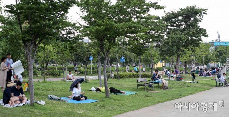 [포토]한강공원에서도 사회적 거리두기