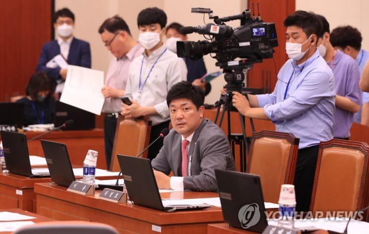 의사진행 발언 하는 미래통합당 이용 의원 [이미지출처=연합뉴스]