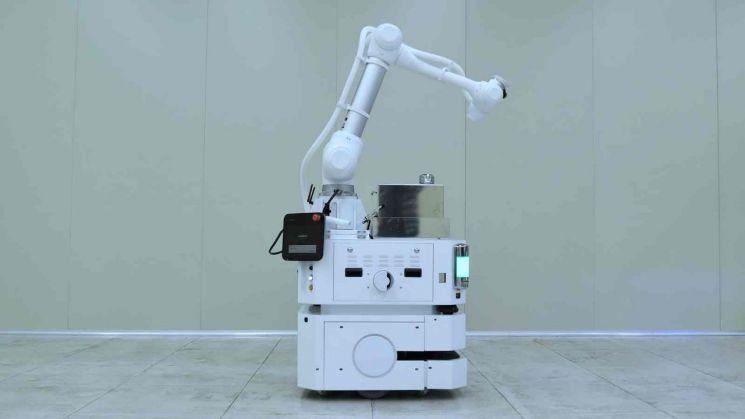 두산로보틱스 이동식 협동로봇 모습.
