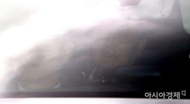 [포토] 관용차량으로 대검 들어서는 윤석열 총장