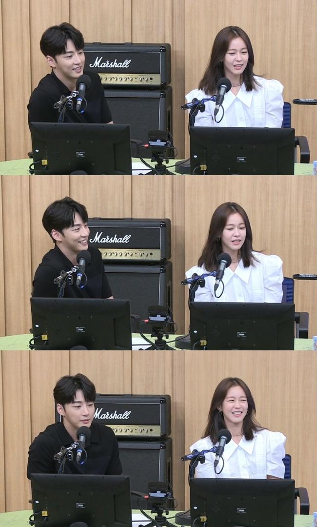 7일 방송된 SBS 파워FM '두시탈출 컬투쇼'에서는 배우 윤시윤이 출연해 평소 독서를 즐긴다고 밝혔다. 사진=SBS 파워FM '두시탈출 컬투쇼'방송 캡처