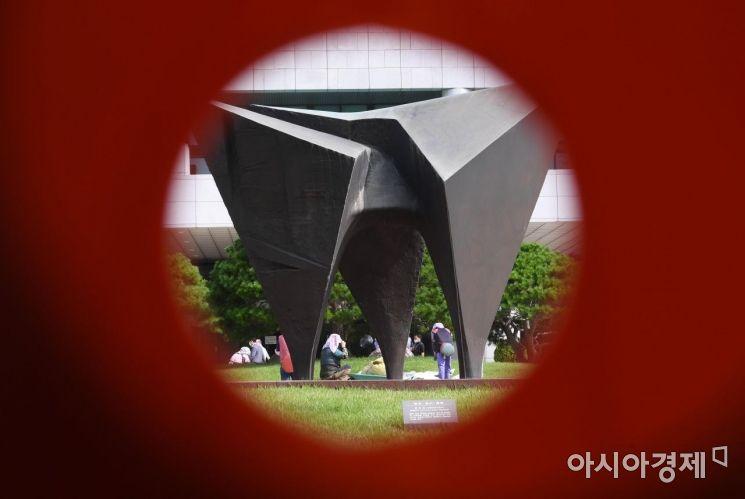 [포토] 대검 앞 정의·질서·평화 조형물