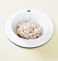 2. 닭은 살을 발라 먹기 좋은 크기로 손으로 찢어 분량의 밑간 재료에 밑간을 한다. 육수는 가는 체나 면보자기에 거른다.