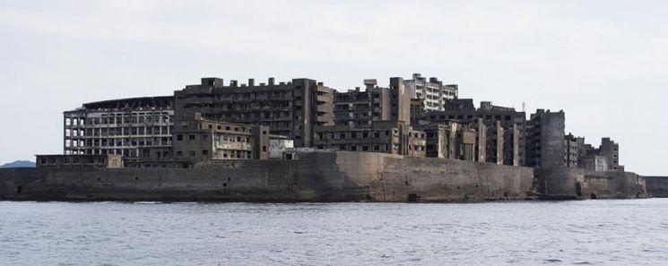 유람선에서 바라본 군함도 [이미지출처=연합뉴스]