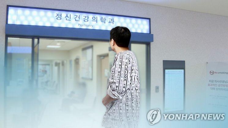 여관에 장기투숙하던 40대 남성이 화장실 변기에 불을 질러 경찰에 체포됐다. [이미지출처=연합뉴스]