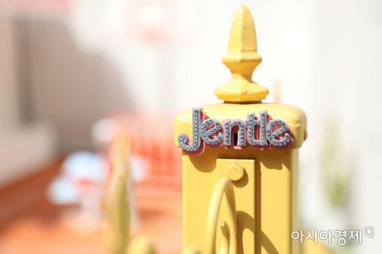 젠틀몬스터 X 제니 '젠틀 홈' 팝업하우스