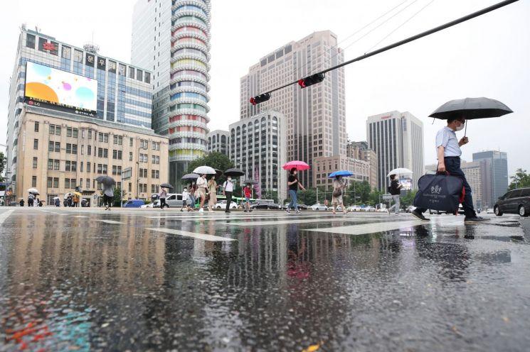 금요일인 10일은 오전부터 전국에 비가 내리겠다. 특히 남부지방에 비가 집중되겠다. [이미지출처=연합뉴스]