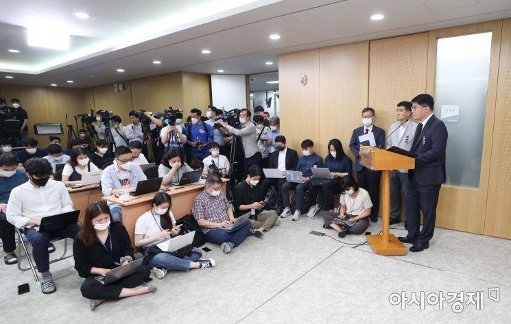[포토]질문 받는 김태균 서울시 행정국장