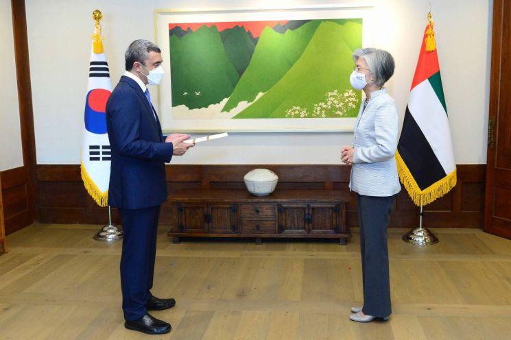 강경화 장관, UAE 외교장관과 회담…'신속입국제도' 구체 절차 합의