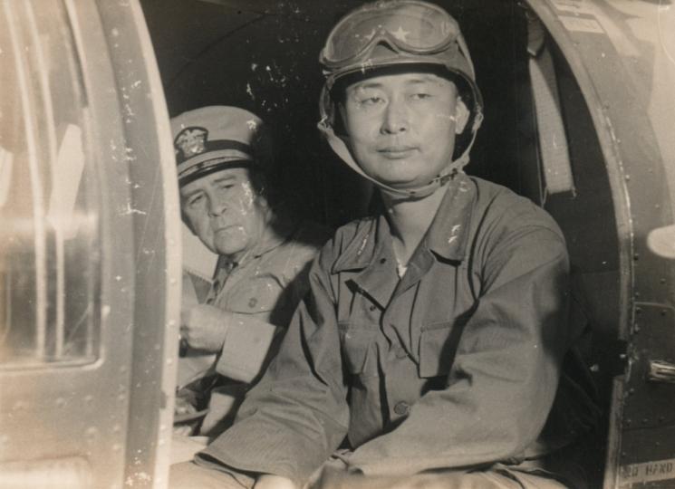 1953년 8월25일 미군 헬기를 타고 판문점 휴전회담장으로 가는 백선엽 당시 소장 [이미지출처=연합뉴스]
