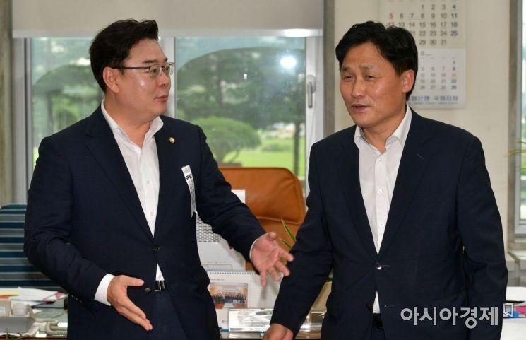 [포토] 이야기 나누는 김영진·김성원
