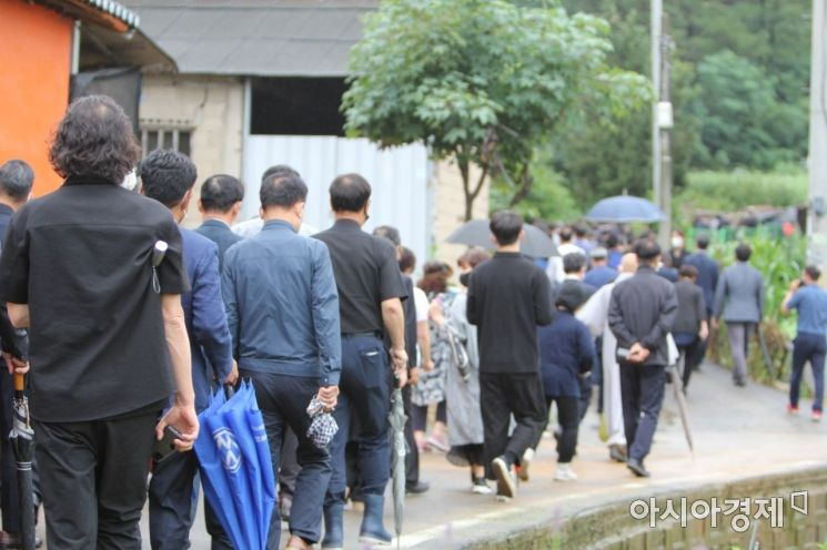 고(故) 박원순 서울시장 장지로 시민들이 함께하고 있다.
