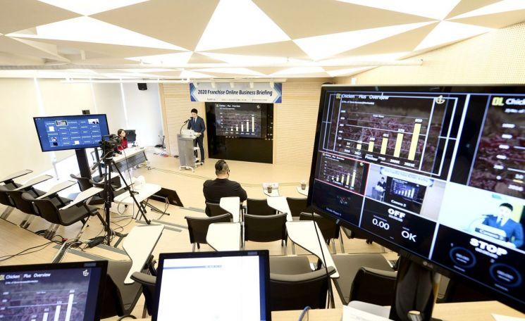 KOTRA가 유망 프랜차이즈의 해외 진출을 '원격' 방식으로 지원한다. 지난 10일 개최된 온라인 사업설명회에서 참가기업이 발표하고 있다.(사진=KOTRA)