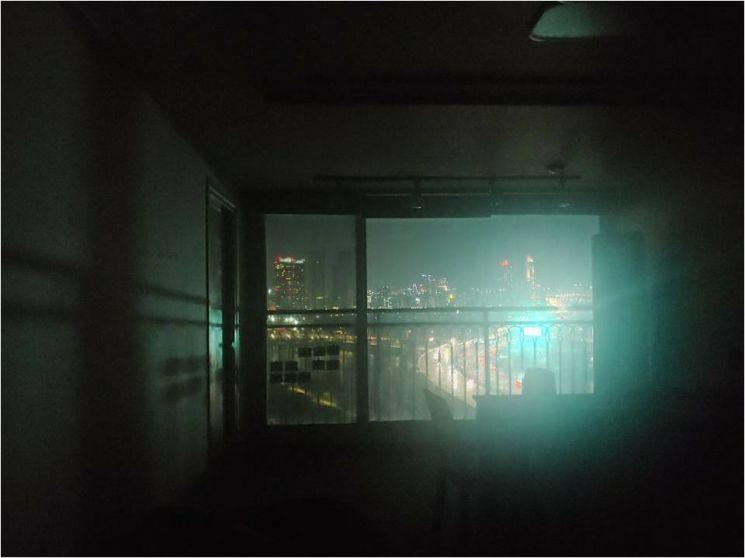강변북로 디지컬 옥외광고물로 인한 인근 아파트 내부 빛공해 피해