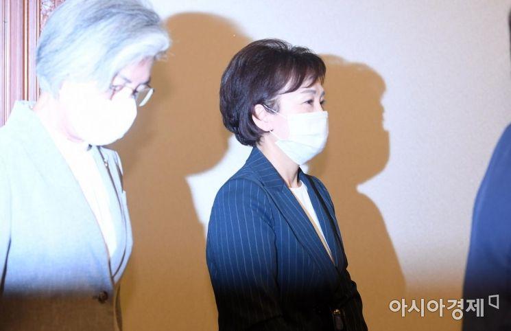 [포토] 국무회의 참석하는 김현미 장관