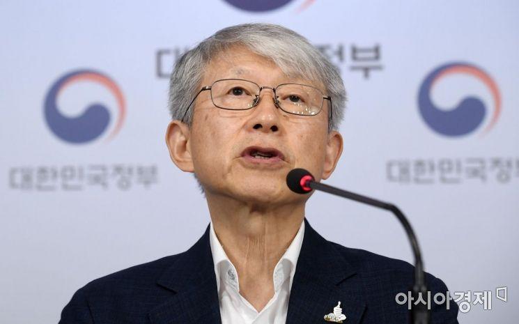 [포토] 브리핑하는 최기영 장관