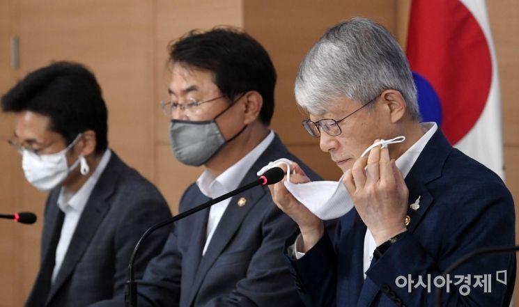 [포토] 마스크 벗는 최기영 장관