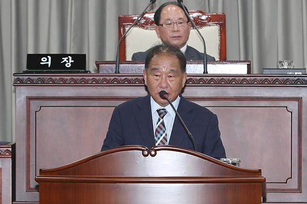 소병홍 시의원이 제228회 임시회에서 국가식품클러스터 공동주택과 관련해 5분 발언을 하고 있다. 사진=익산시의회 제공